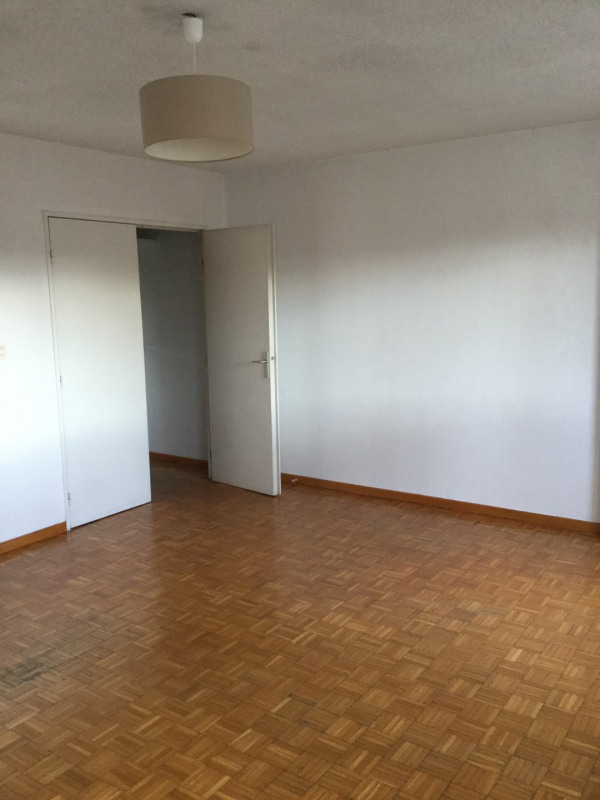 Location appartement Les milles 1 013€ CC - Photo 2