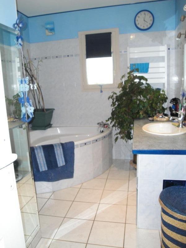 Sale house / villa Vouille 210000€ - Picture 4