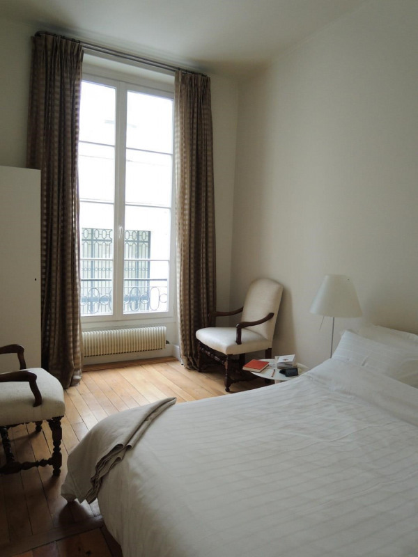 Rental apartment Paris 8ème 3 692€ CC - Picture 3