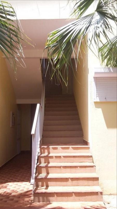 Rental apartment Sainte anne 800€ CC - Picture 2