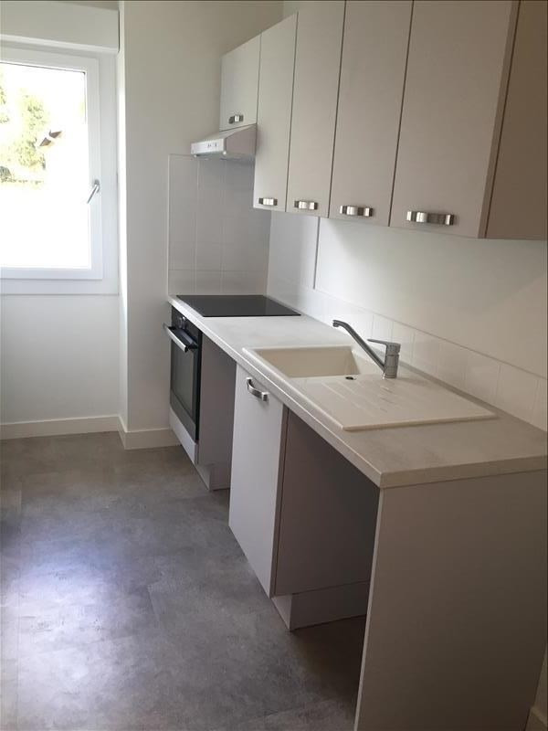 Location appartement Iteuil 662€ CC - Photo 1