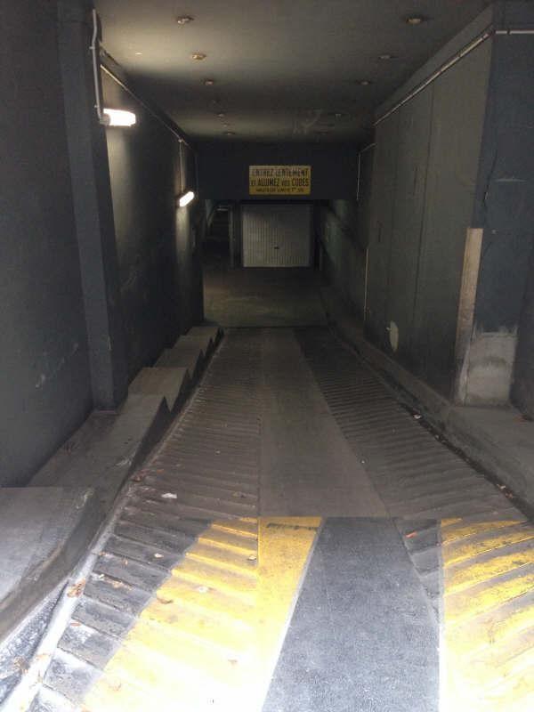 Rental parking spaces Courbevoie 120€ CC - Picture 1