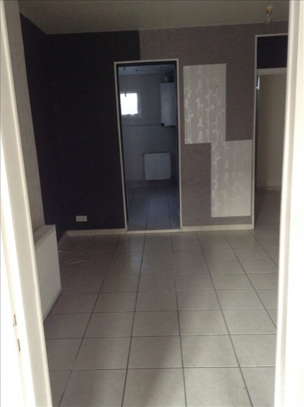 Rental apartment St quentin 490€ CC - Picture 3