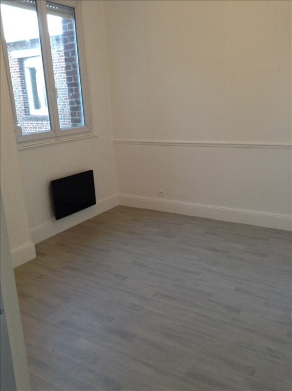 Rental apartment St quentin 280€ CC - Picture 5
