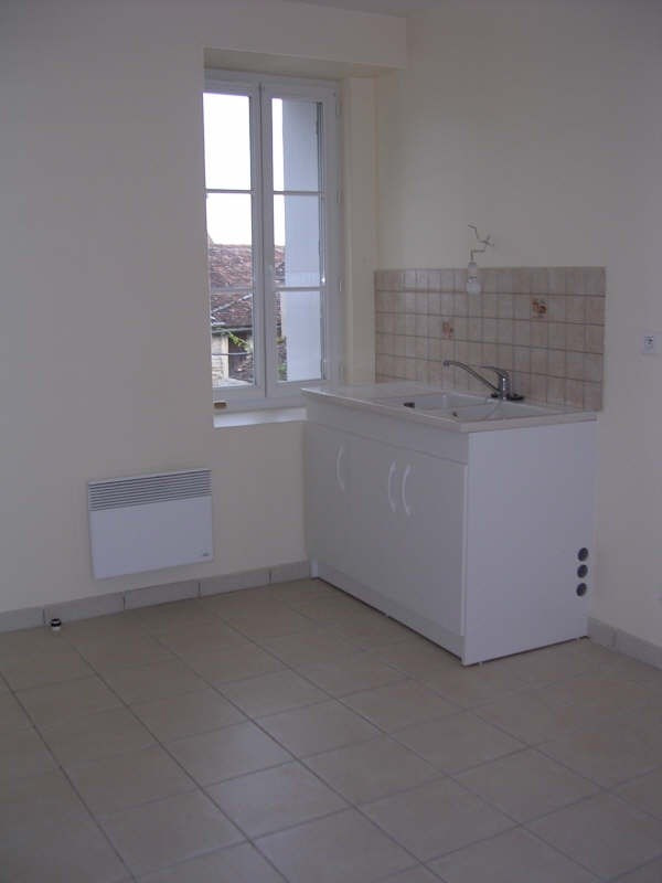 Rental apartment Courgis 530€ +CH - Picture 3