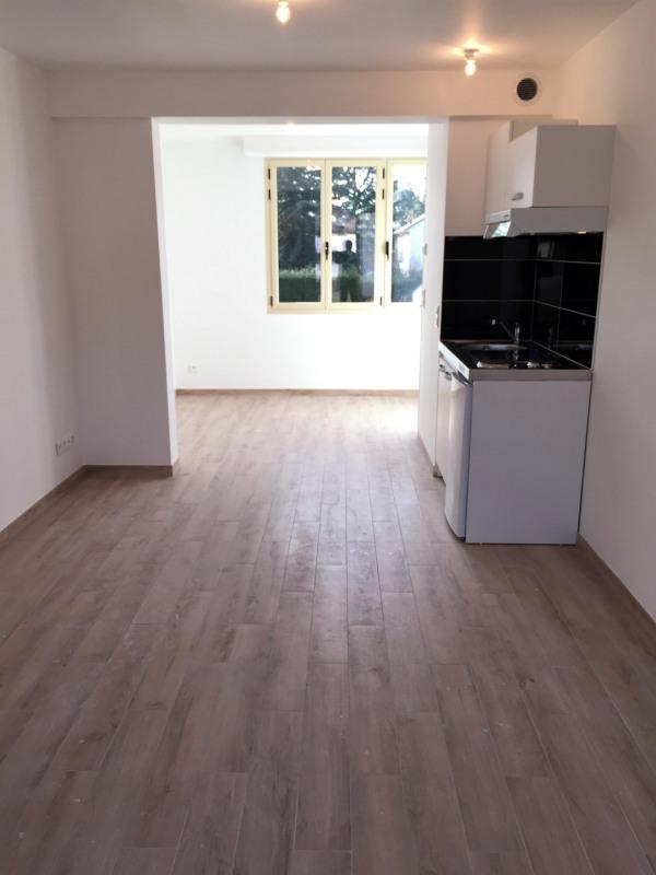 Rental apartment Auvers-sur-oise 565€ CC - Picture 2