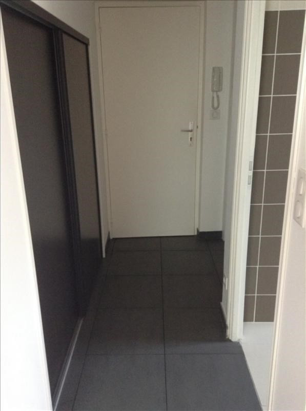 Rental apartment St quentin 595€ CC - Picture 5