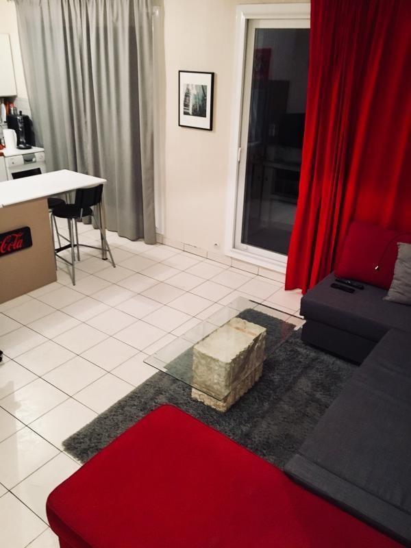 Rental apartment Ste foy les lyon 555€ CC - Picture 2