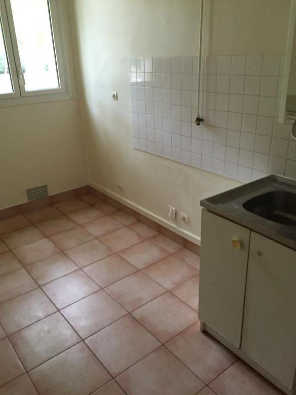 Rental apartment Versailles 877€cc - Picture 2