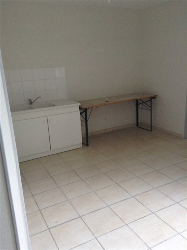 Rental apartment St quentin 550€ CC - Picture 3