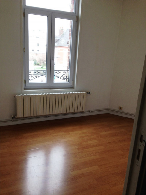 Rental apartment St quentin 395€ CC - Picture 3