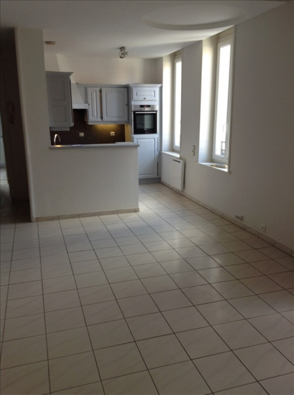 Rental apartment St quentin 680€ CC - Picture 2