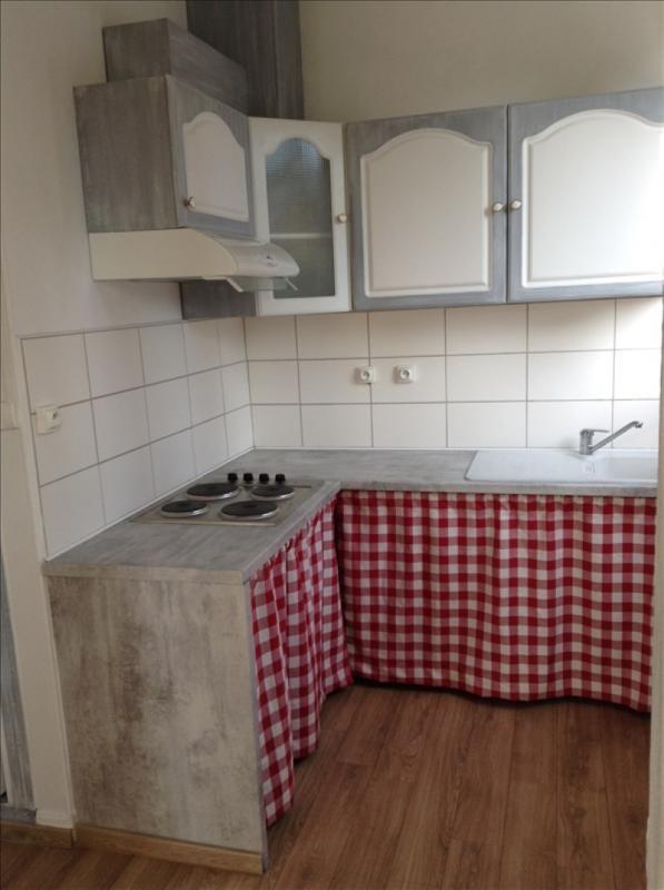 Rental apartment St quentin 570€ CC - Picture 4