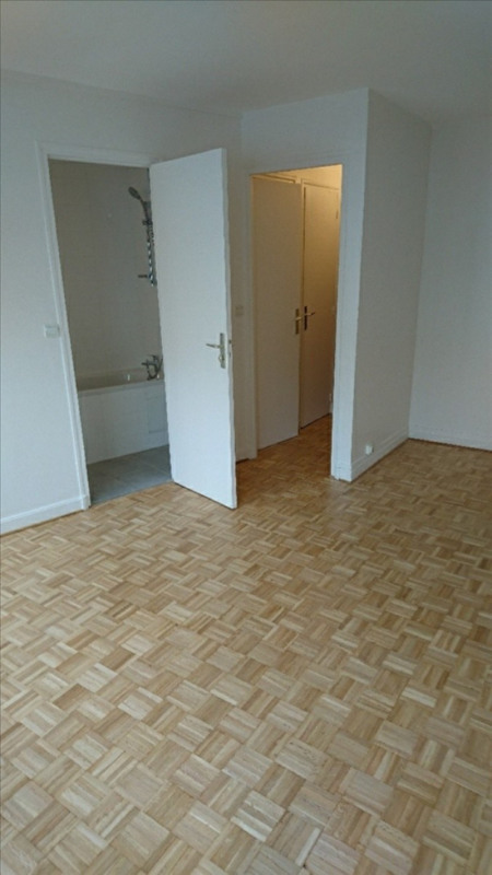 Rental apartment Courbevoie 652€ CC - Picture 2