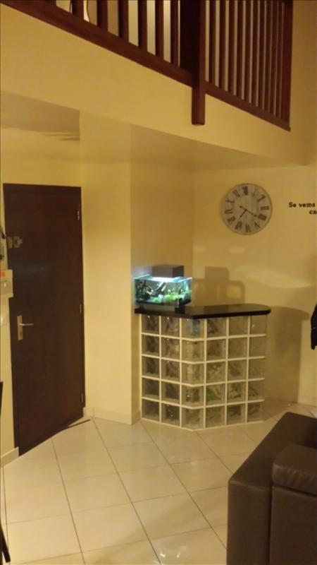 Rental apartment Ste genevieve des bois 750€ CC - Picture 1