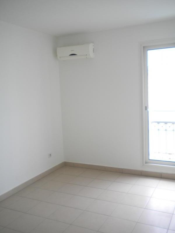 Rental apartment Ste clotilde 727€ CC - Picture 4