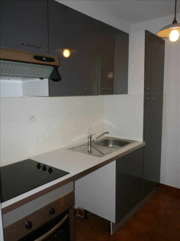 Location appartement Sanary sur mer 665€ CC - Photo 2