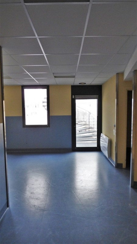 Rental office Annemasse 4 770€ CC - Picture 9