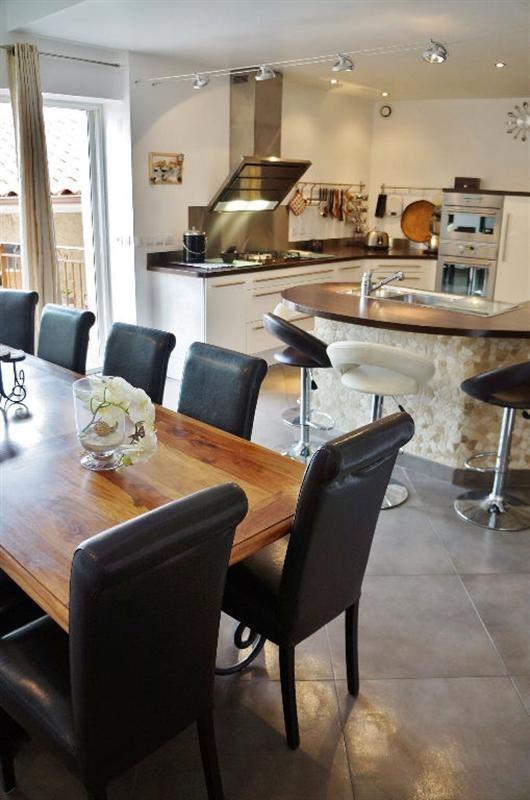 Sale house / villa L isle d abeau 347000€ - Picture 1