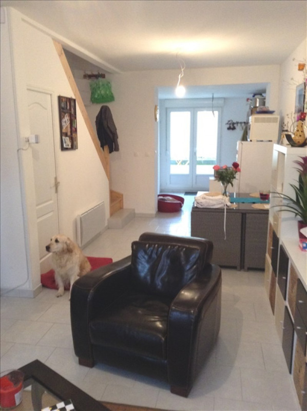 Rental house / villa St quentin 585€ CC - Picture 1