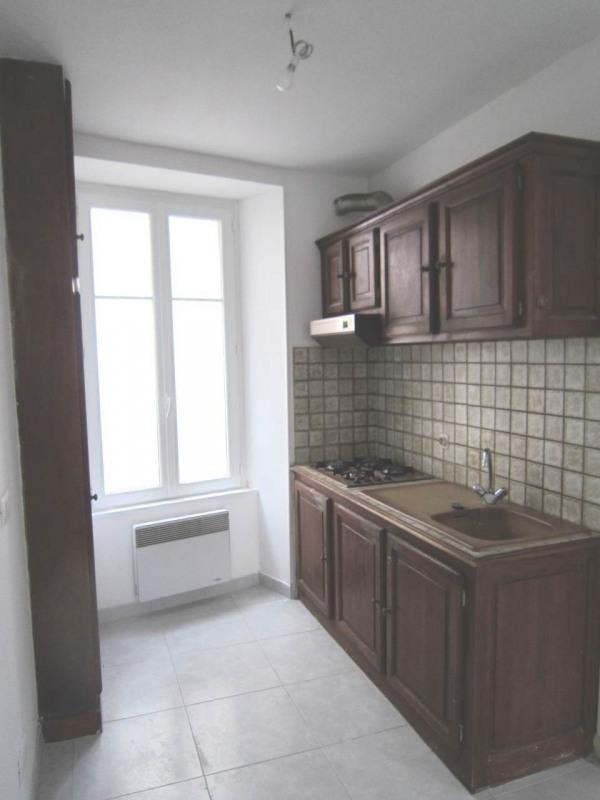 Rental house / villa Burie 557€ CC - Picture 2