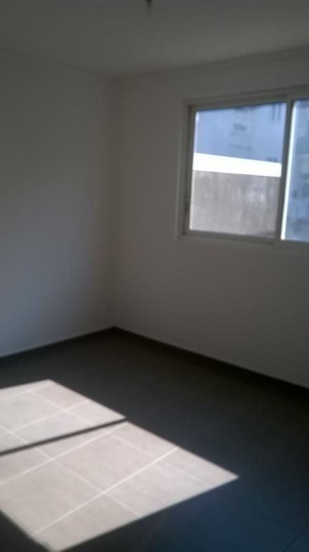 Rental apartment St pierre 690€ CC - Picture 1