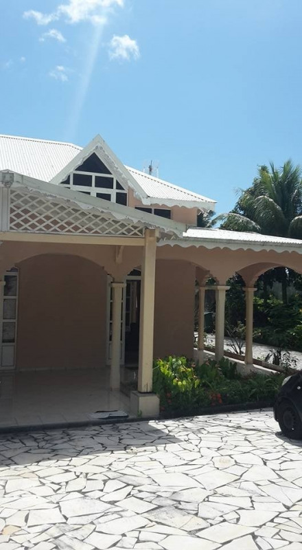 Deluxe sale house / villa Gourbeyre 553 850€ - Picture 1