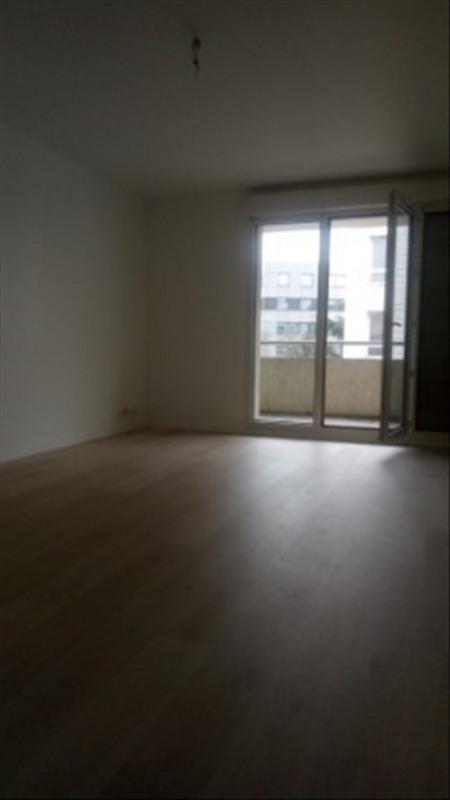 Rental apartment Paris 18ème 1490€ CC - Picture 1