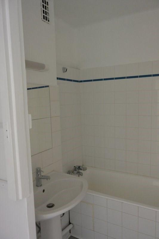Rental apartment Charbonnieres les bains 700€ CC - Picture 5