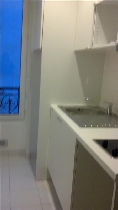 Locação apartamento Paris 18ème 888€ CC - Fotografia 2