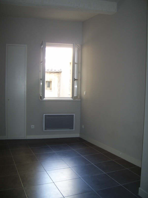 Location appartement Nimes 290€ CC - Photo 2