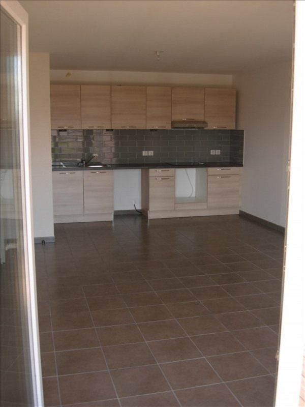Rental apartment Thoiry 934€ CC - Picture 2