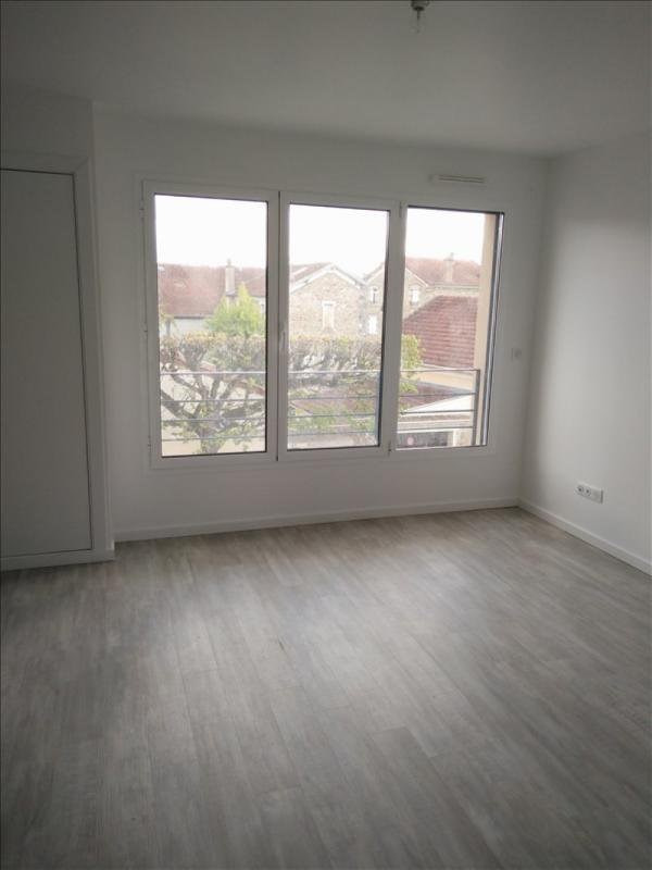 Rental apartment Corbeil essonnes 880€ CC - Picture 2