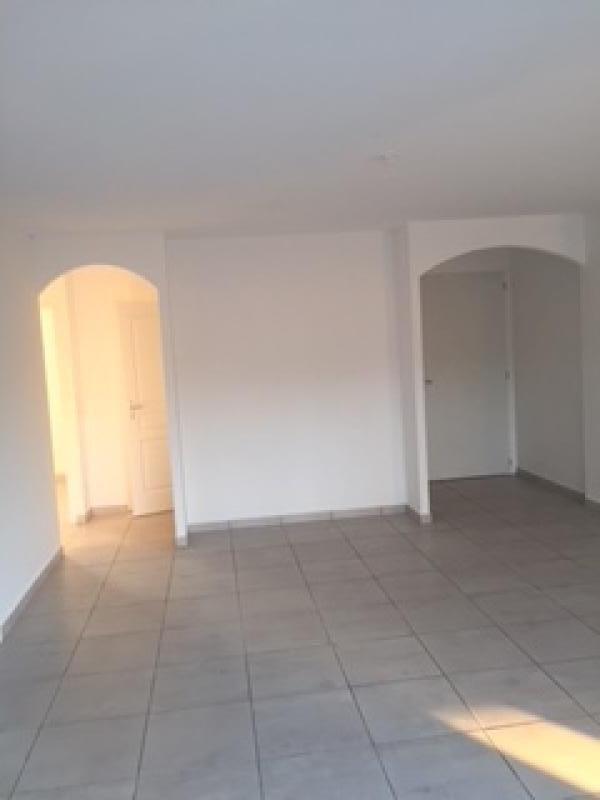 Rental house / villa Vauvert 970€ CC - Picture 2