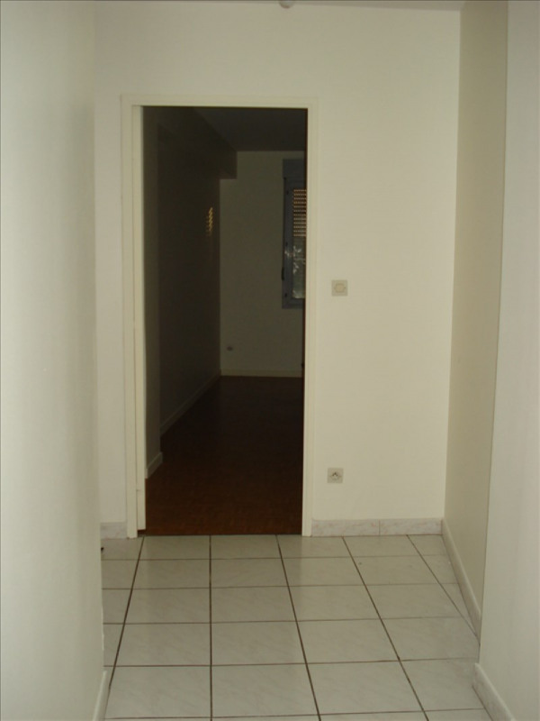 Rental apartment Ste colombe 710€ CC - Picture 3
