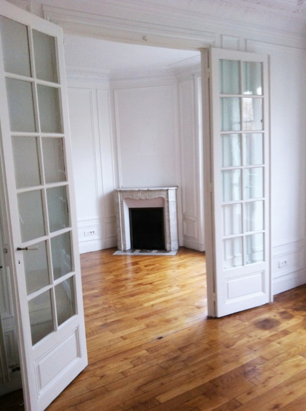 Location appartement Paris 15ème 1 640€ CC - Photo 1