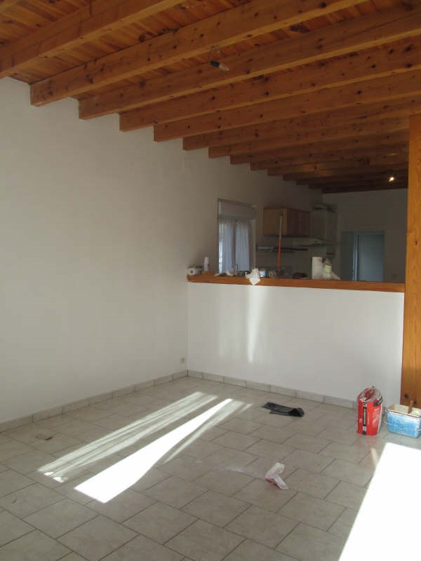 Location maison / villa St yzan de soudiac 590€ CC - Photo 3
