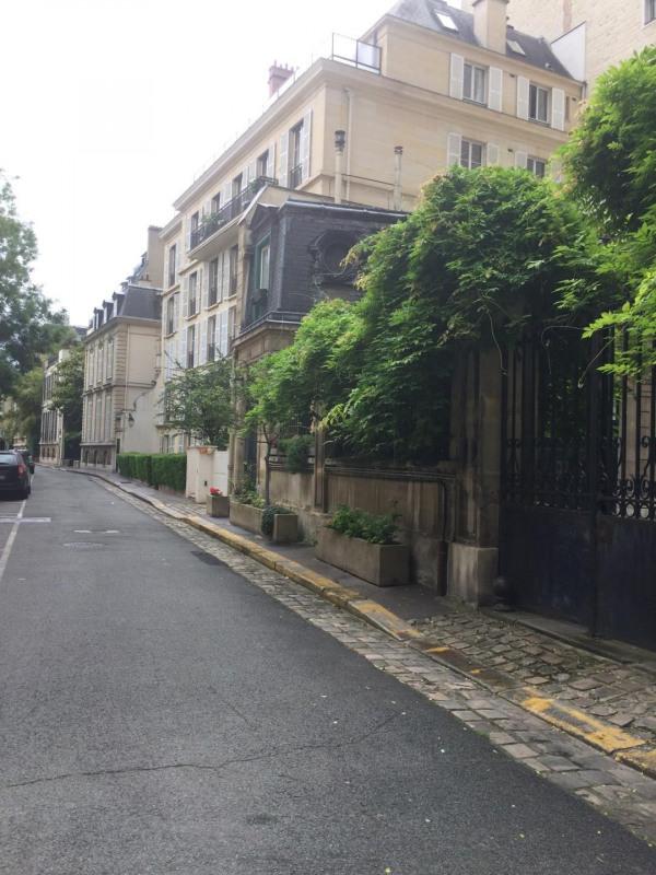 Rental apartment Paris 7ème 2785€ CC - Picture 7