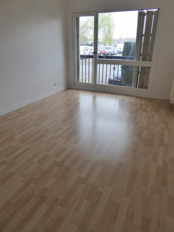 Rental apartment Maurepas 759€ CC - Picture 1