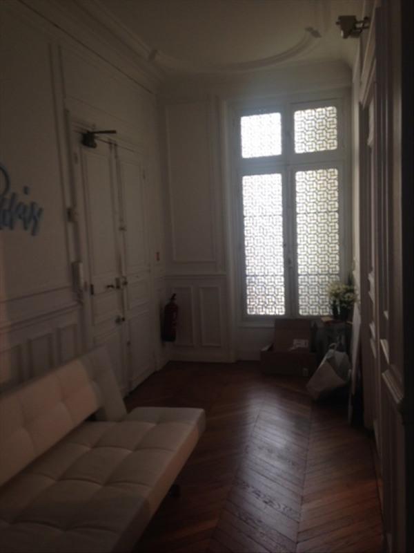 Rental office Paris 8ème 6250€ HT/HC - Picture 2