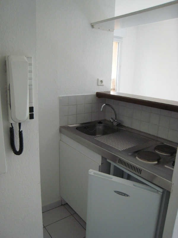 Rental apartment Meyreuil 386€ CC - Picture 2