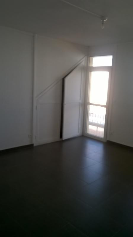 Rental apartment St pierre 690€ CC - Picture 3