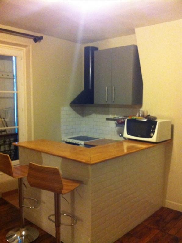 Locação apartamento Paris 18ème 898€ CC - Fotografia 1