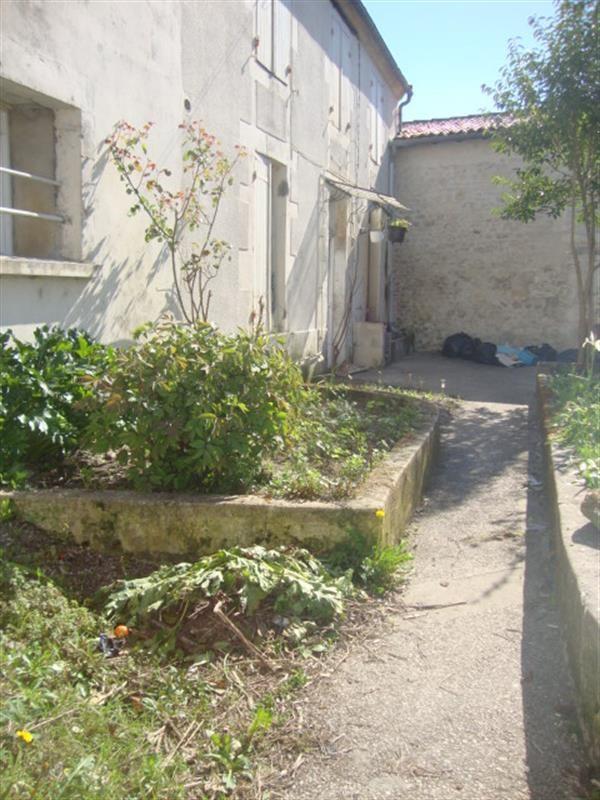 Sale house / villa Saint-jean-d'angély 59100€ - Picture 1