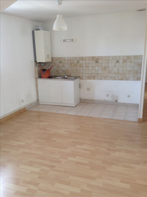 Rental apartment St quentin 560€ CC - Picture 2