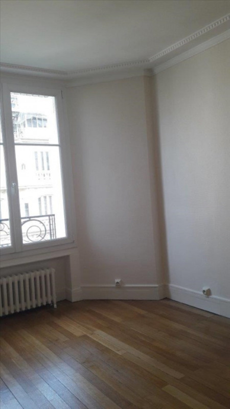 Location appartement Paris 16ème 1136€ CC - Photo 1