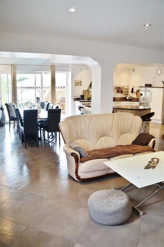 Sale house / villa L isle d abeau 347000€ - Picture 6