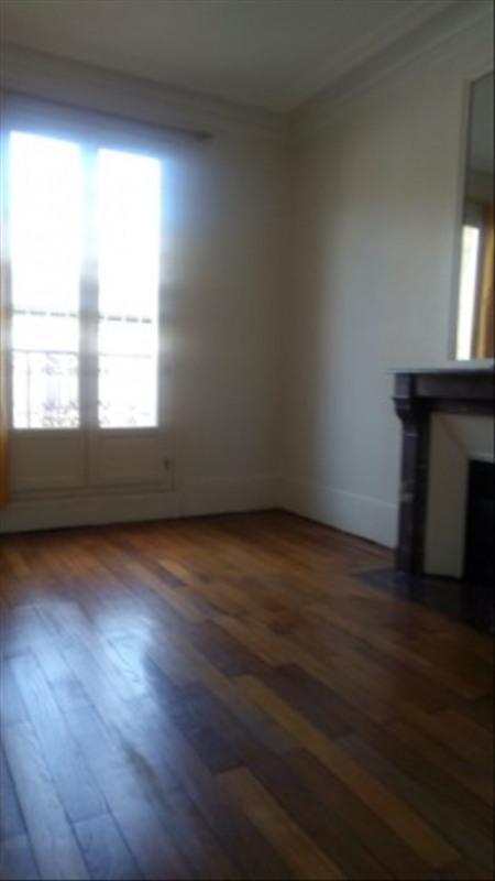 Locação apartamento Paris 18ème 990€ CC - Fotografia 1