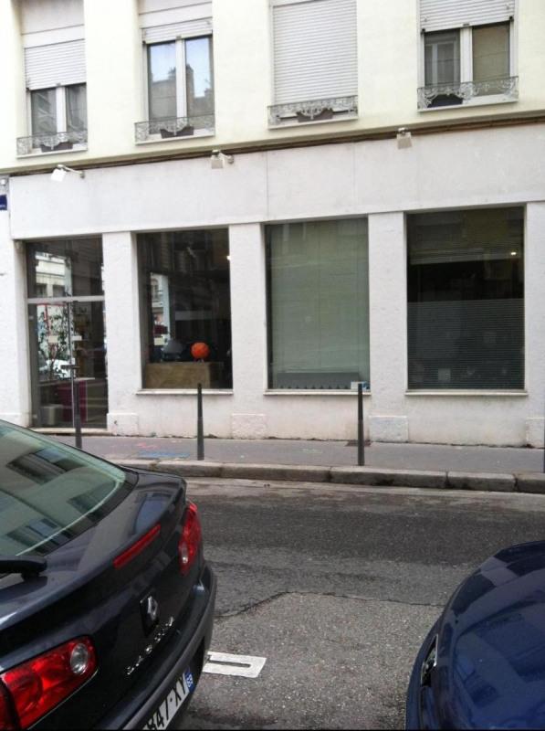 Location boutique Lyon 6ème 752€ CC - Photo 2