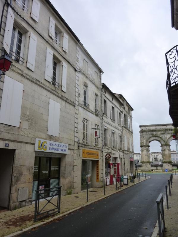 Location local commercial Saintes 385€ CC - Photo 1